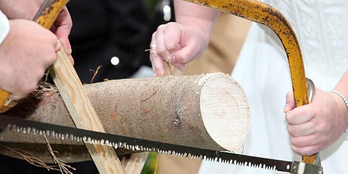 Baumstamm sägen Hochzeitsspiel