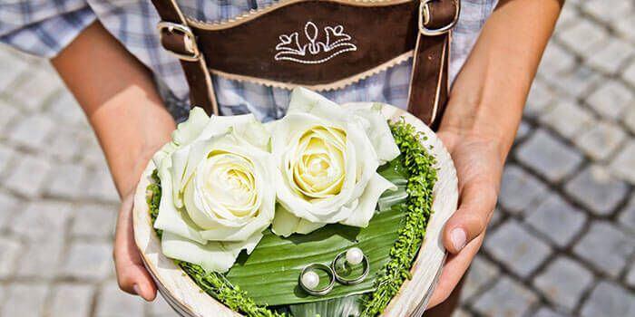 Bayerische Hochzeit Hochzeitslader mit Ringkissen