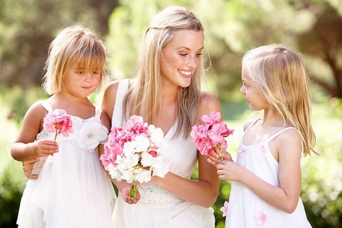Braut mit Blumenkinder