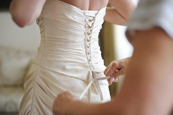 Brautkleid Anziehen Helfer