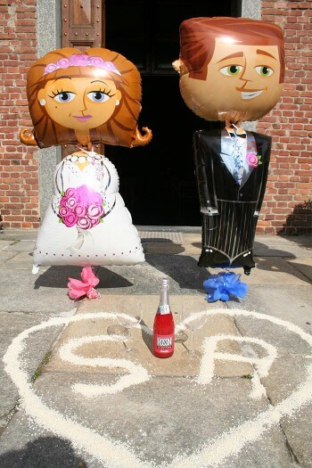 Hochzeit Luftballons Brautpaar