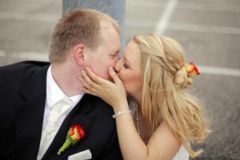 Hochzeitsbilder Brautpaar Kuss