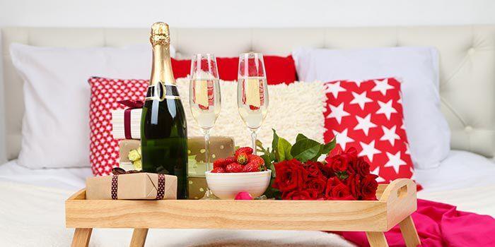 sektfr hst ck als hochzeitsgeschenk ideen f r den geschenkkorb zur hochzeit. Black Bedroom Furniture Sets. Home Design Ideas