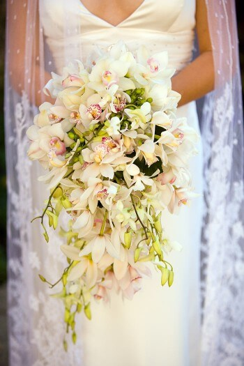 Brautstrauß mit Orchideen in Weiß