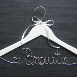 Kleiderbügel Braut: Ein schicker Bügel für das Brautkleid