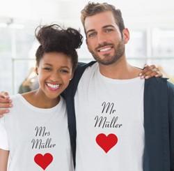 Partner-Shirts mit Mr. & Mrs. und einem Herz