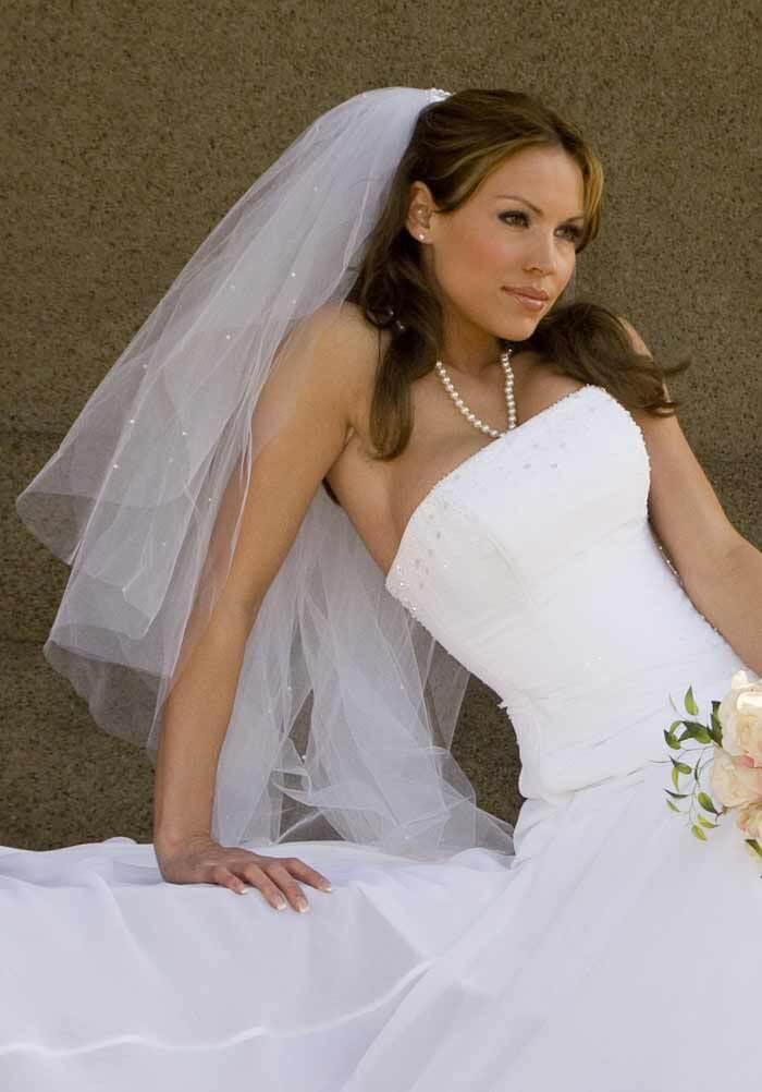 Brautfrisuren mit Schleier offene Haare
