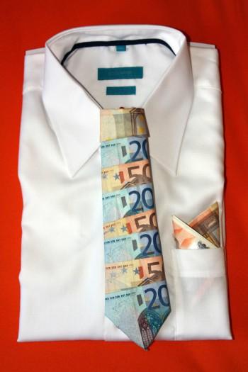 geldgeschenk zur hochzeit krawatte aus geld falten schritt f r schritt erkl rt. Black Bedroom Furniture Sets. Home Design Ideas
