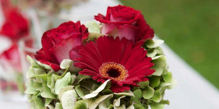 Blumen zur hochzeit tipps ideen beispiele for Tischdekoration hochzeit blumen
