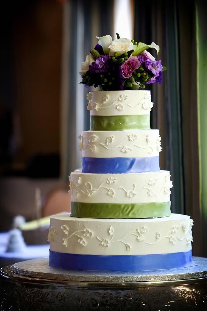 Hochzeitstorte blau grün