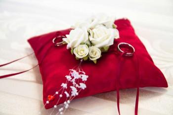 Ringkissen Fur Die Hochzeit Viele Ringkissen Ideen Wissenswertes