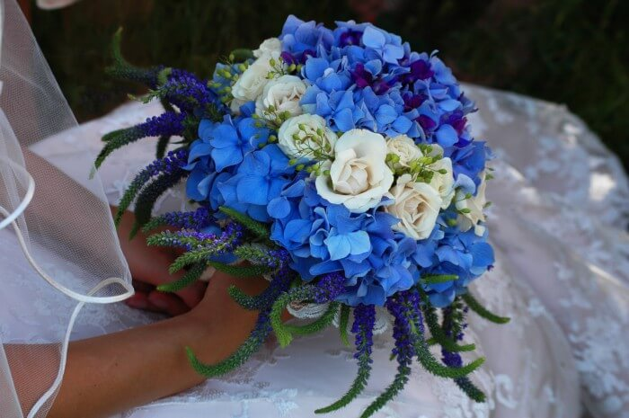 Brautstrauß Rosen blau