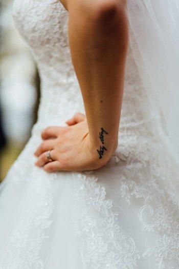 Fotoshooting Braut mit Tattoo
