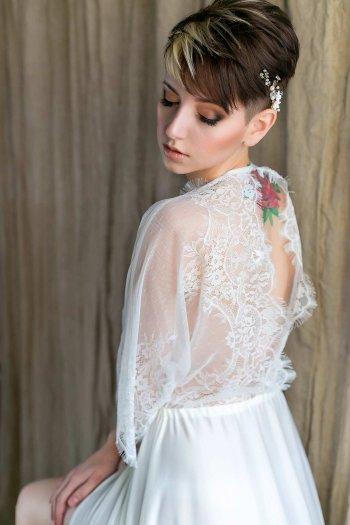 Hochzeitskleid mit Tattoo