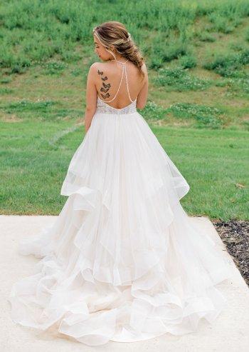 Hochzeitskleid tiefer Rückenausschnitt