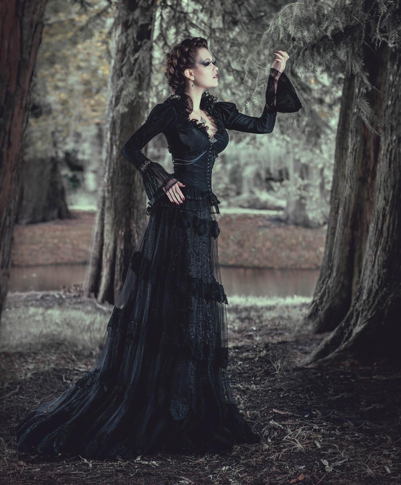 Schwarze Brautkleider