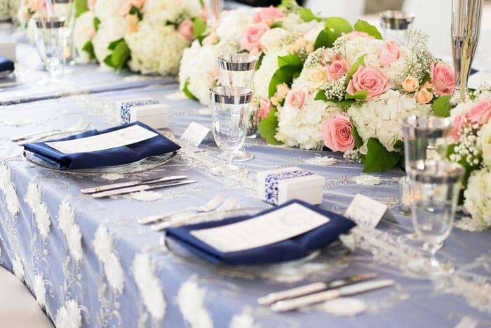 Tischdeko zur Hochzeit in Blau