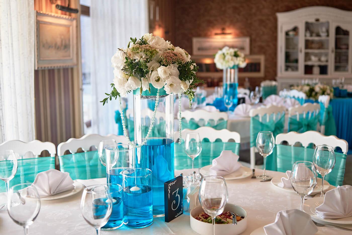 Hochzeitsdeko Türkis Weiß