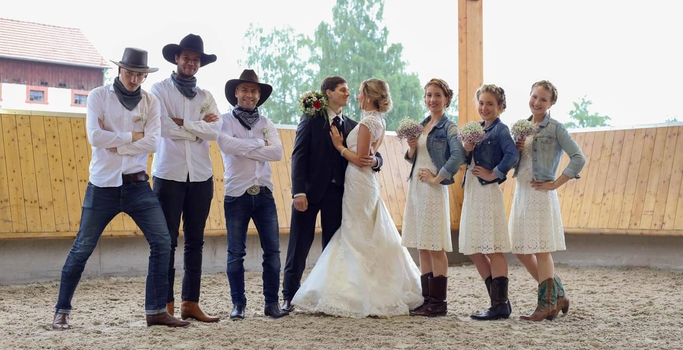 Großartig Cowboy Stiefel Für Ein Hochzeitskleid Fotos - Brautkleider ...