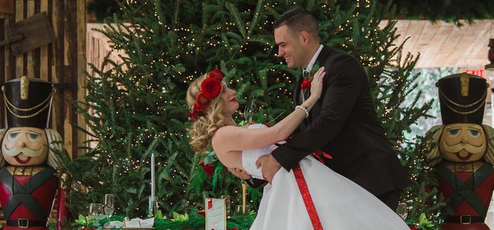 Weihnachtshochzeit Brautpaar
