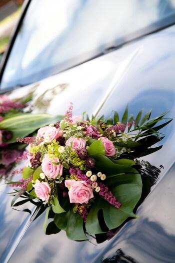 Hochzeit Autoschmuck in Rosa