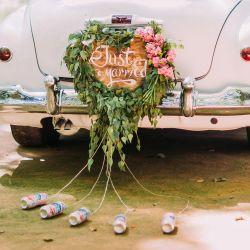 Hochzeit: Dosen am Auto
