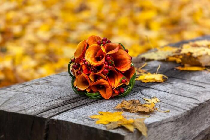 Brautstrauß mit orangenen Callas