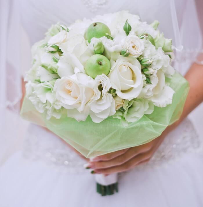 Brautstrauß creme grün