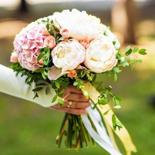 Brautstrauß weiß apricot