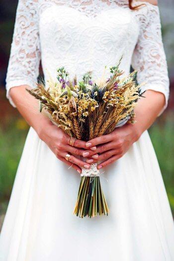 Wiesenblumen Brautstrauß