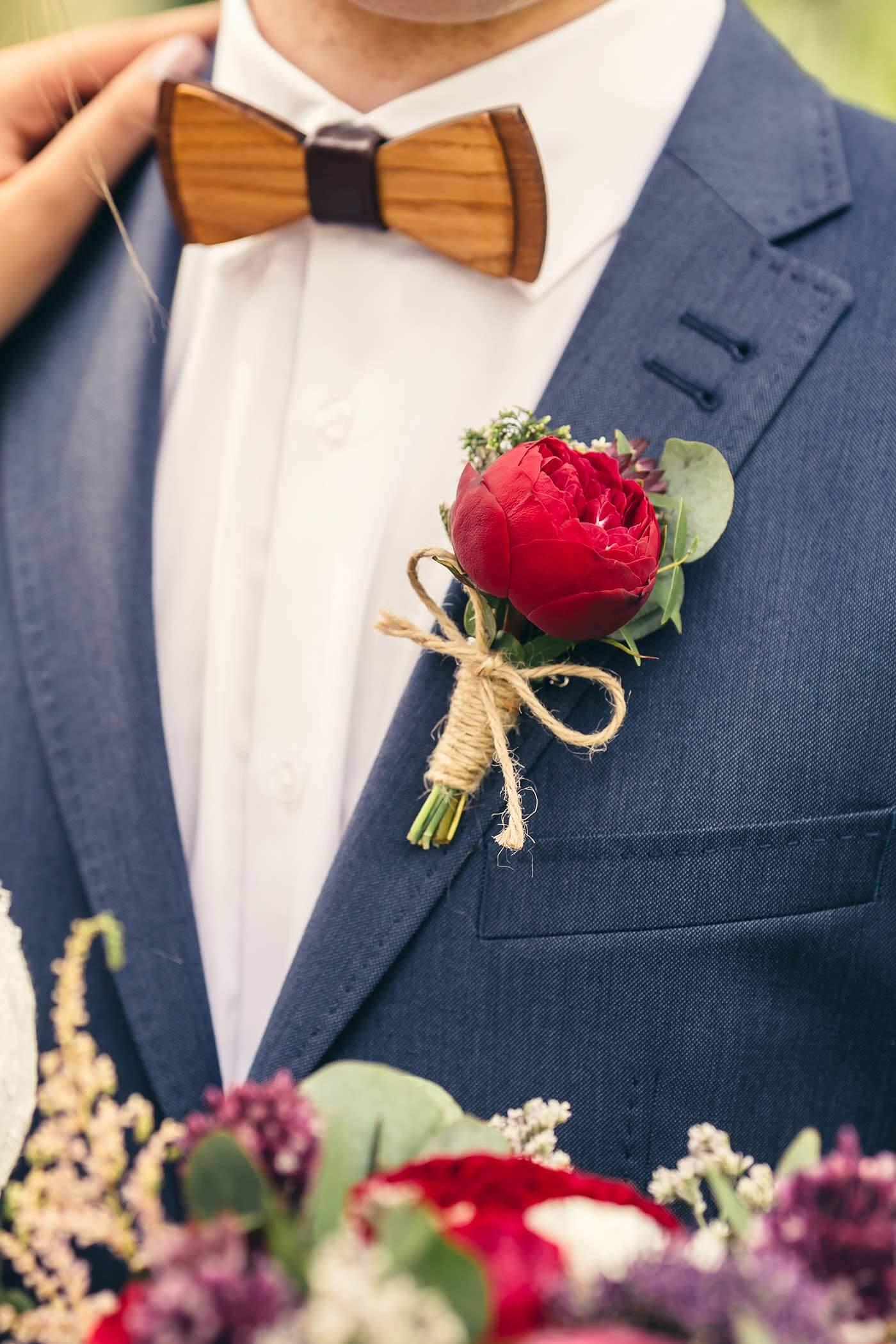 Bräutigamanstecker rot