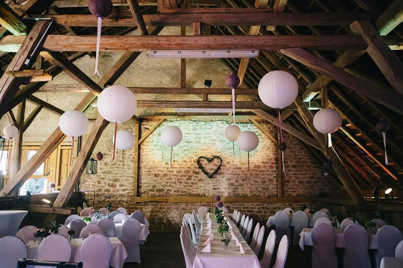 Hochzeitssaal dekorieren | Viele schöne Ideen in der