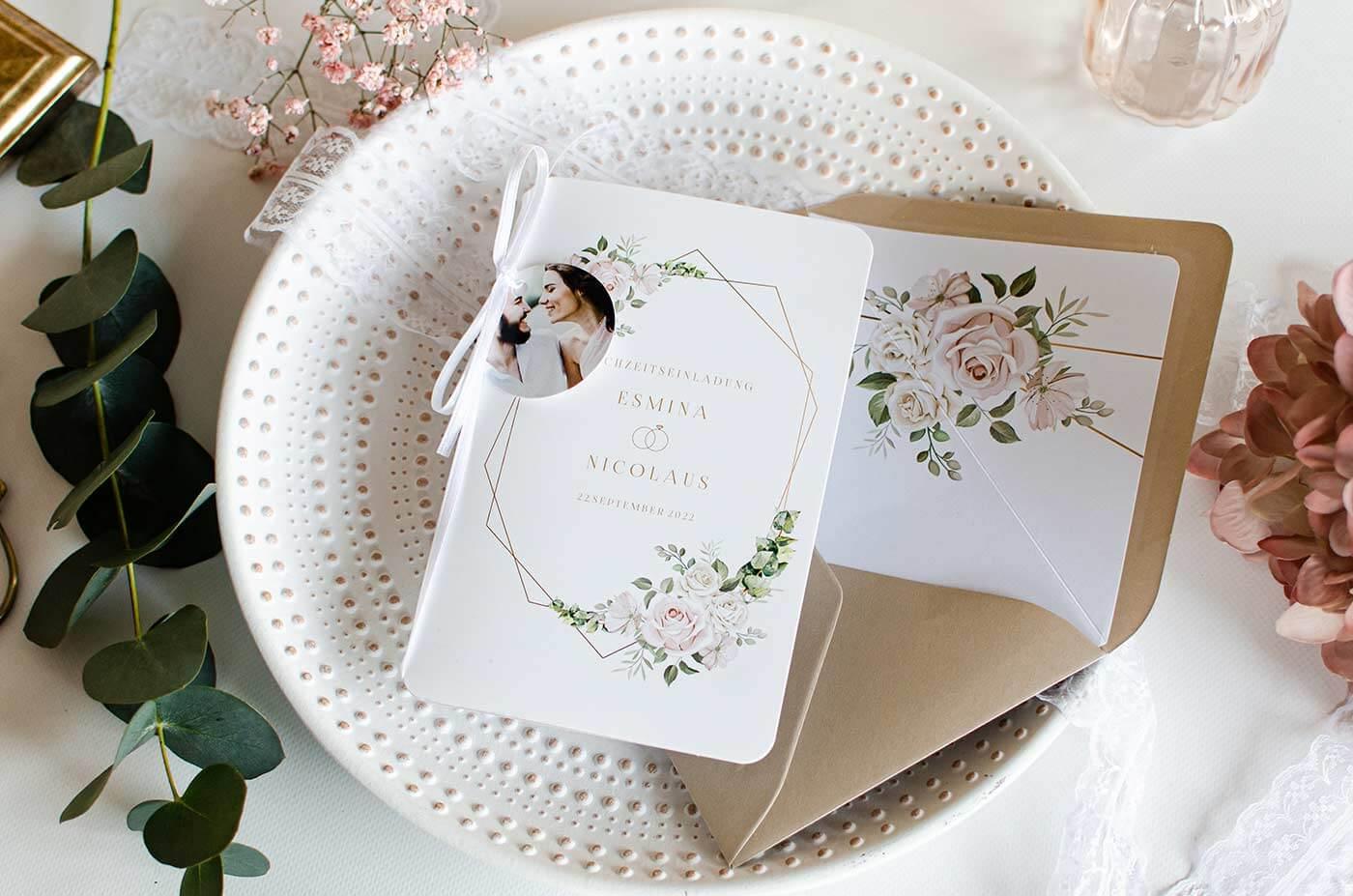Einladungskarten zur Hochzeit mit Blumen