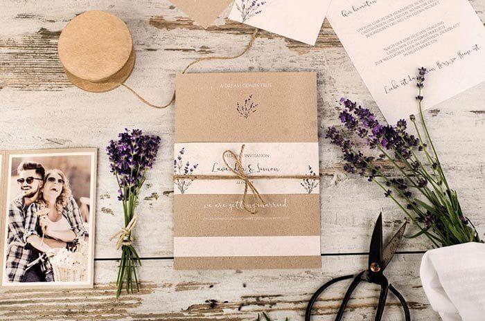 Hochzeitseinladung mit Lavendel
