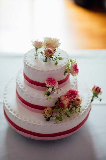 Hochzeitstorte In Pink Weiss Mehr Beispiele In Der Bildergalerie