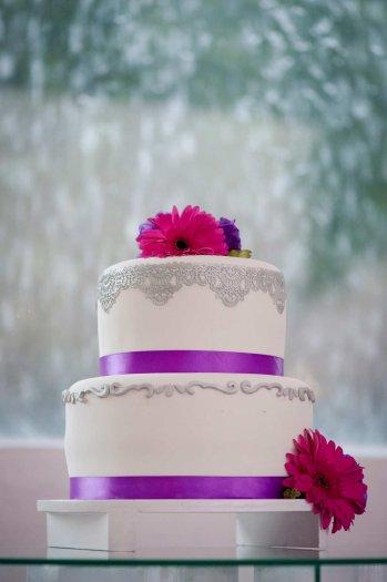 Lila Hochzeitstorte