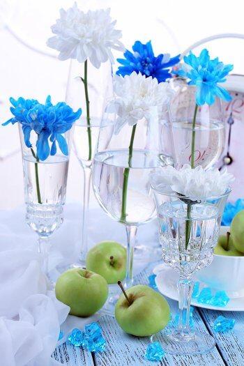 Blumen Im Glas Eine Einfache Und Gunstige Tischdeko