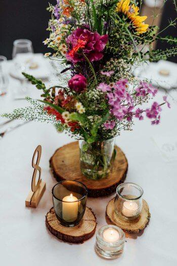 Tischdeko Hochzeit Holzscheiben