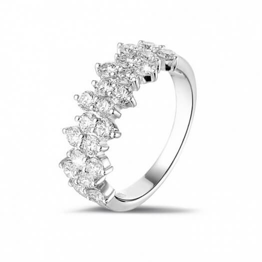 Ehering mit Diamanten