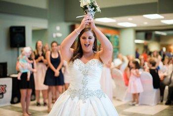 Brautstrauß werfen mal anders