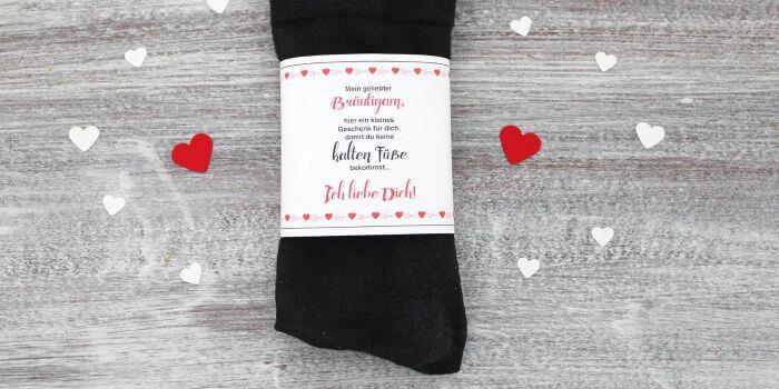 Zur Hochzeit gegen kalte Füße: Socken