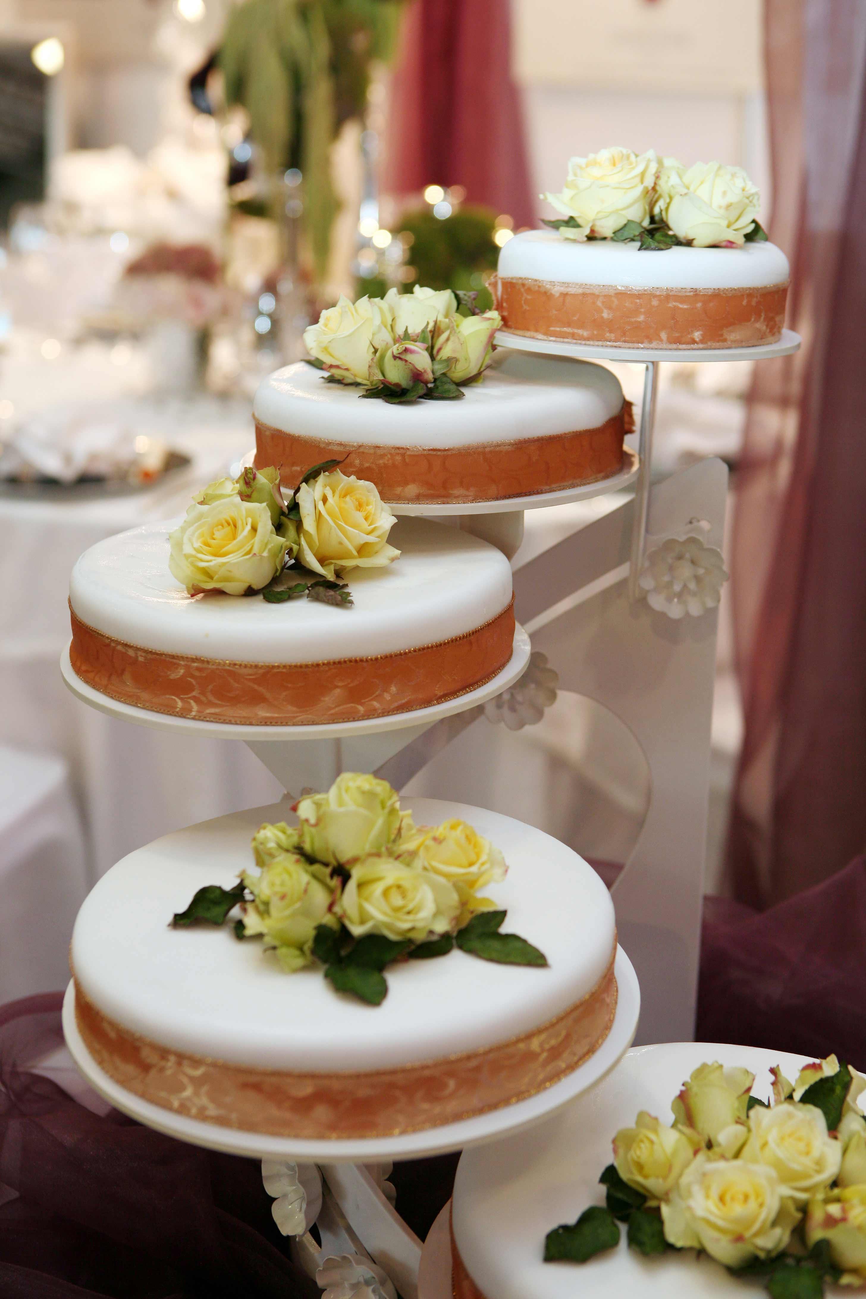 Hochzeitstorte mit 5 Stufen - Bildergalerie Hochzeitsportal24