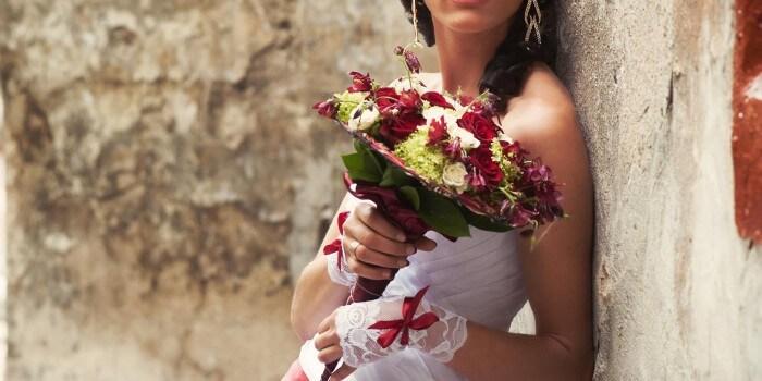 Brautstrauß in Weiß und Rot