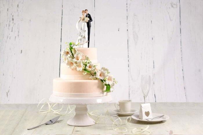Hochzeitstorte mehrstöckig mit Aufsteller