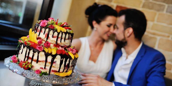 Nackte Hochzeitstorte