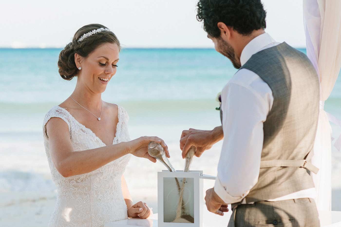 Sandzeremonie - die romantische Ergänzung für eine individuelle Trauung