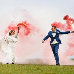 Farbiger Rauch für die Hochzeitsfotos