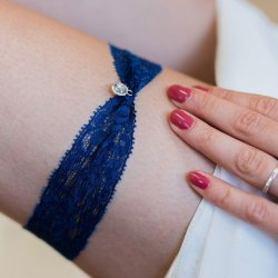 Blaues Strumpfband