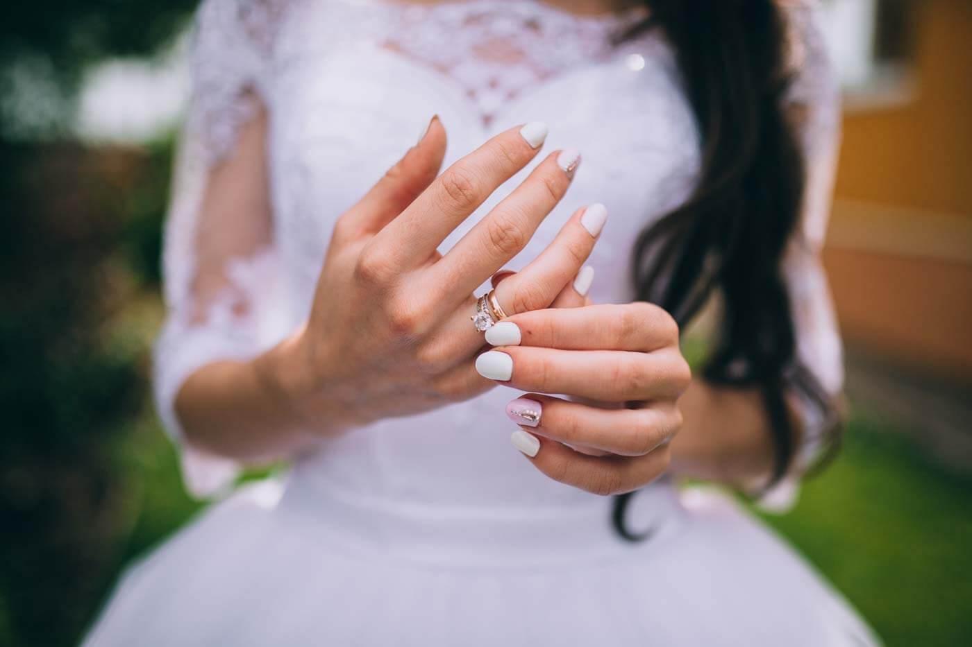 Verlobungsring Hand