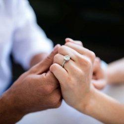 Verlobungsring rechts oder links